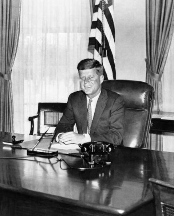 Tropas de cubanos exiliados, dirigidas por la CIA de EEUU, intentaron in...