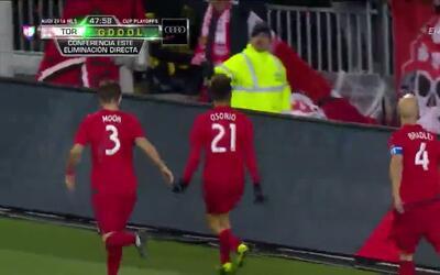 Goooolll!! Jonathan Osorio mete el balón y marca para Toronto FC