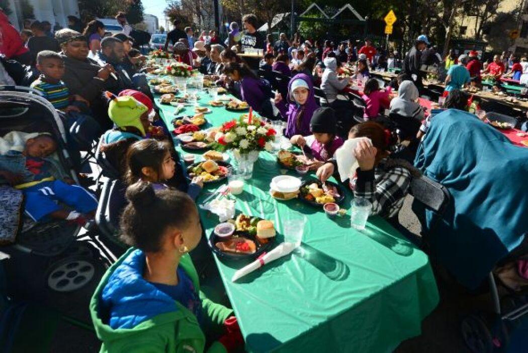 Y en Los Ángeles, California, la Navidad se celebró alimentando a ciento...
