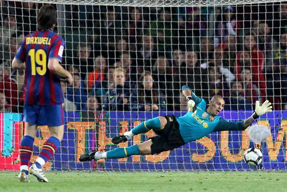El portero Valdés también se lució con varias paradas imposibles.