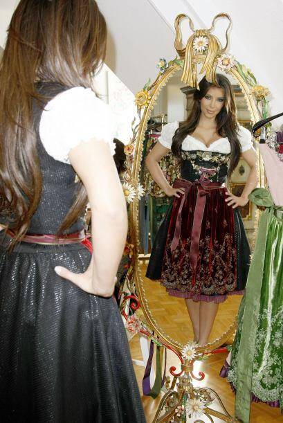 En su visita a Munich usó un traje típico de. Mira aquí lo último en chi...