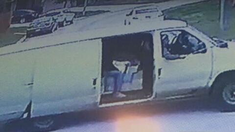 Autoridades del condado Harris piden ayuda para localizar a sujetos que...