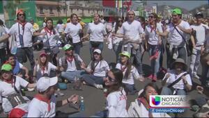 Los jóvenes mexicanos reciben con júbilo al papa Francisco
