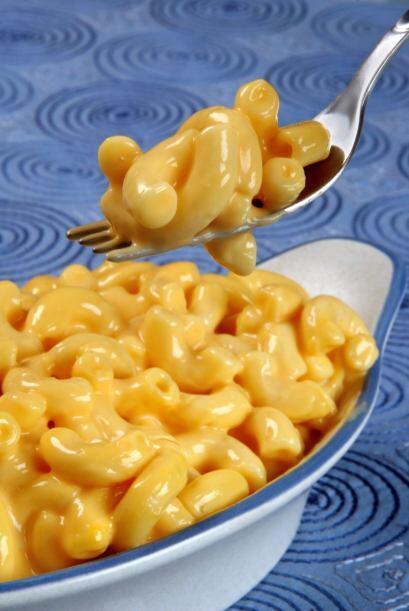 Lo siguiente es añadir el puré de calabaza a la pasta y remover con una...