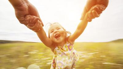 Igual que los adultos, los niños necesitan ayuda para desprenderse de la...
