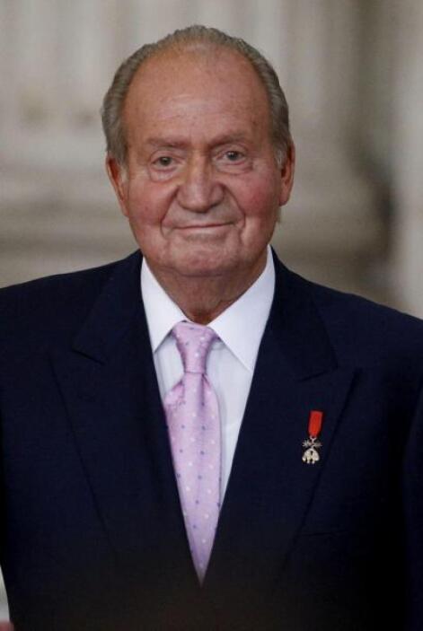 El Rey Juan Carlos sonríe durante la ceremonia, en el Palacio Real, en...
