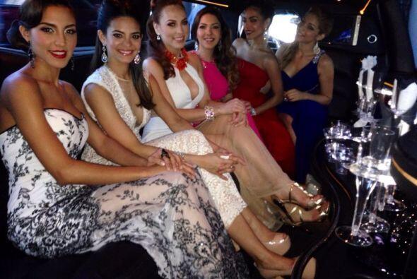 El equipo de Nuestra Belleza Latina y las seis primeras chicas elegidas...