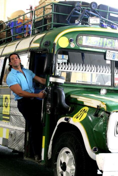 """¿Quién no se quería subir al autobús con el """"querendón"""" de Eduardo Santa..."""