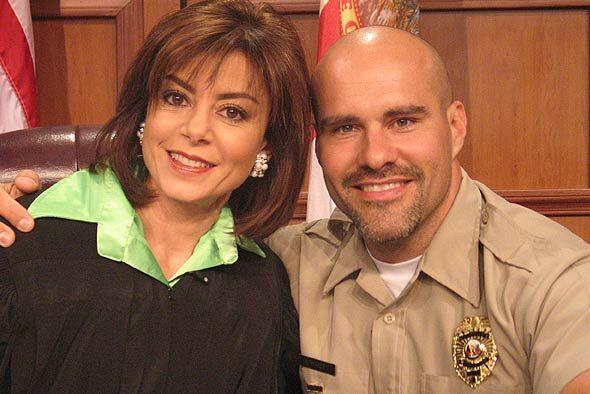 La jueza Cristina Pereyra y el alguacil siempre atentos a los casos de V...