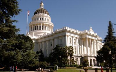 Senadora de California propone que indocumentados tengan derecho a un ab...