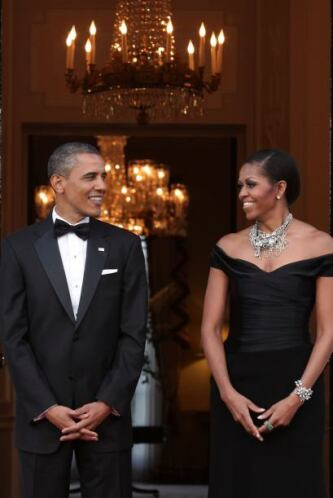 Para sacar su lado más 'chic', Michelle no duda en agregarle collares o...