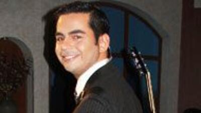 Una de las pasiones de Osvaldo Corral es la música y se dedica a ella en...