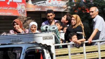 La intensidad de los bombardeos lanzó a los caminos a miles de habitante...