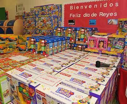 Tradición latina por excelencia. Cerca de 250 juguetes donados po...