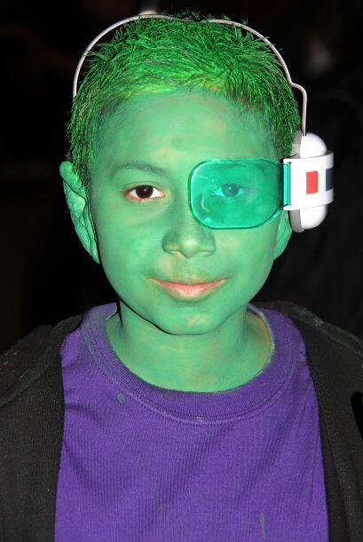 No es muy difícil lograrlo, este pequeño sólo necesitó pintura verde y a...