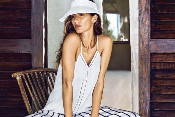Una vez más esta sensual latina se convierte en la musa de la reconocida...