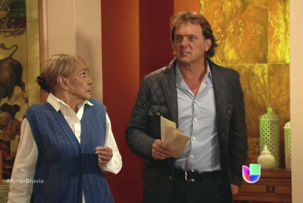 Mariano se apresuró a su casa para enfrentar a su mamá en la soledad per...