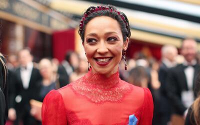 Actores, presentadores e invitados lucieron un listón azul a su p...