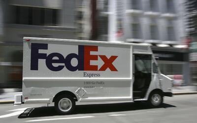 Empleado de FedEx acusado de robar viviendas donde hacía sus entr...