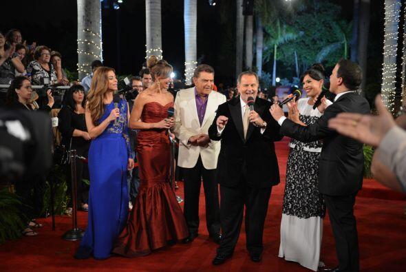 Todos los conductores de Univision acompañaron a Don Francisco en...