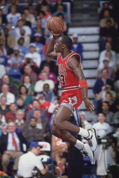 1988 - Michael Jordan de los Chicago Bulls se robó el show y superó a Do...
