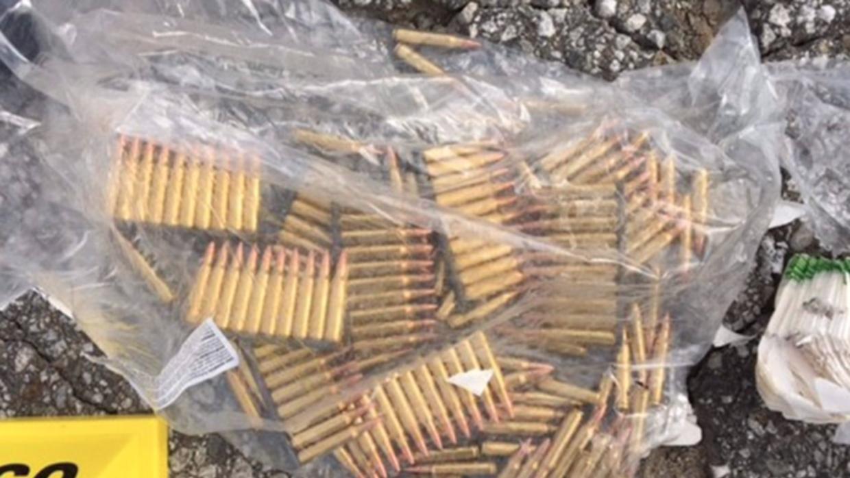 Imágenes de las municiones que poseía Farook mostradas por la policía