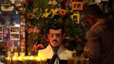 Crece en México el culto al santo Malverde.