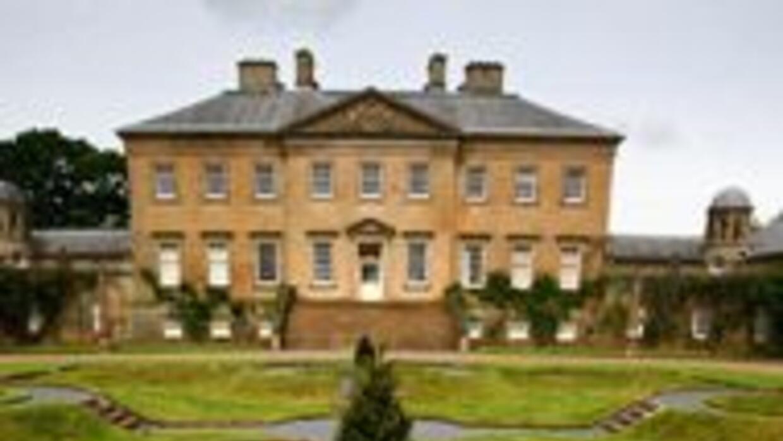 Príncipe Carlos compró mansión que resultó mal negocio 5db492df1e0f43608...