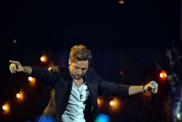 Como un grande se presentó en el escenario de los Premios Juventud el es...