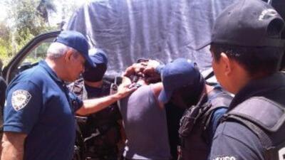 El jefe de Seguridad de Quintana Roo, el general Villa, en plena acción.