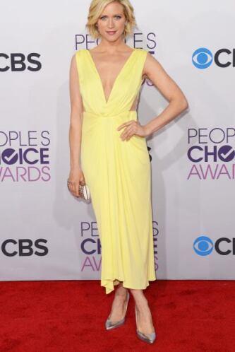 La actriz Brittany Snow confía tanto en su belleza que se atrevió a luci...