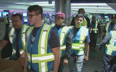 Caos en el Aeropuerto Internacional de Los Ángeles por los cambios en la...