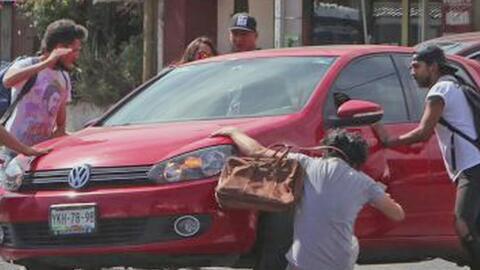 Conductor se da a la fuga tras atropellar a un estudiante que se manifes...