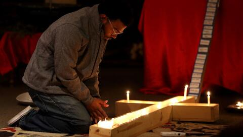Muchos estudiantes oraron por la recuperación de las víctimas