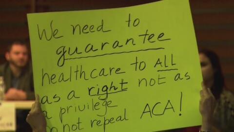 Votantes furiosos del sur de la Florida criticaron duramente al senador...