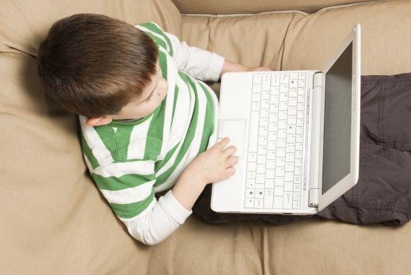 Su primera PC. Aun en preescolar, muchos niños utilizan computado...