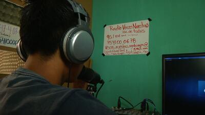 Voces Nuestras: la radio que transmitió la tragedia de Iguala