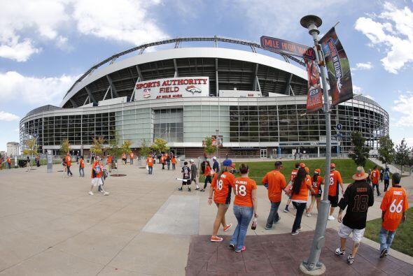 Domingo, Dic. 13 -- Raiders vs. Broncos, Sports Authority Field, Denver,...