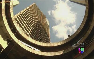 Es el rascacielos más alto del planeta ocupado por familias sin techo