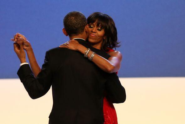El presidente y la primera dama se susurraron uno al oído del otro parte...