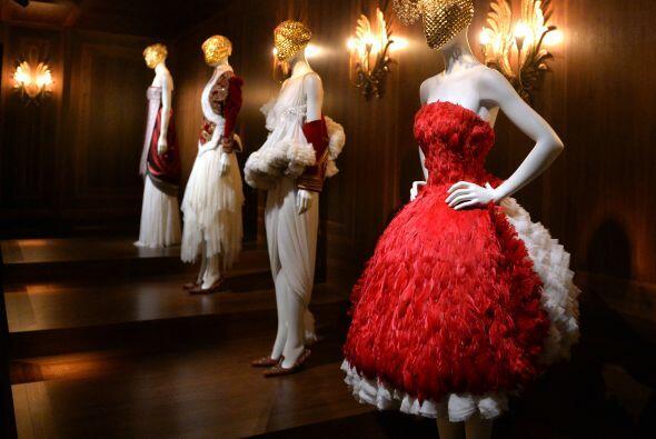 Creaciones que evocaban romanticismo, sensualidad y elegancia.