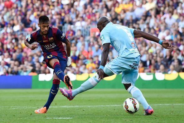 Este de Neymar tuvo la colaboración del rebote del defensa.