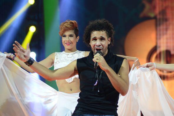 Lo acompañaron las bailarinas de Va Por Ti.