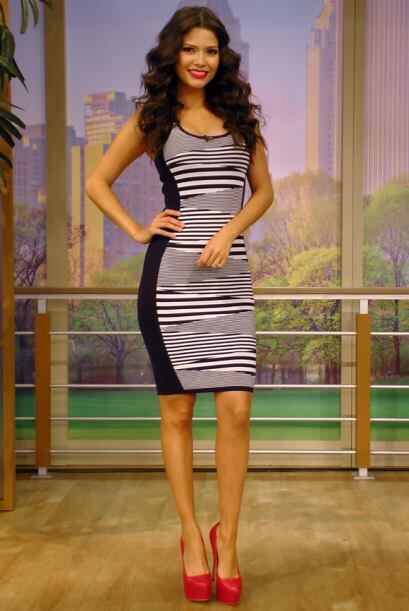 Febrero 24: Vestido entallado, en blanco y negro, ideal para resaltar la...