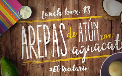 Arepas de atún con aguacate + uvas (Día 13)  - 23 ideas para lunch boxes...