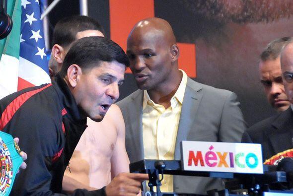 Angel García revisó la balanza y pidio que la ajustarán.