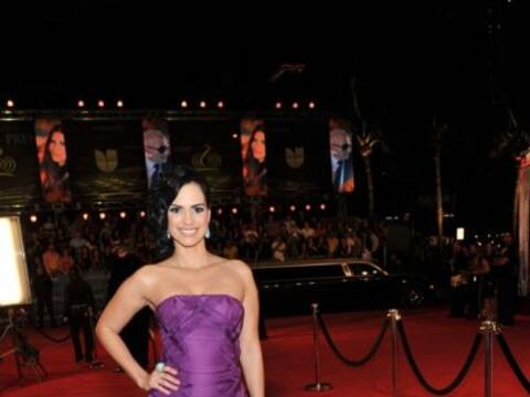 La actriz venezolana se decidió por el color púrpura para...