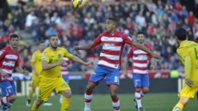 El colombiano Jhon Córdoba adelantó en la primera parte a un Granada que...
