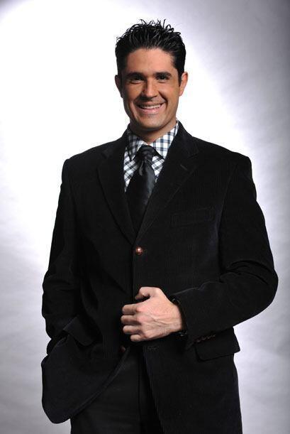 Siempre galán y bien vestido, Rodolfo Jiménez es el único actor en el eq...
