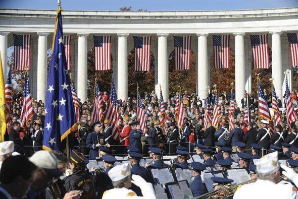 Vista panorámica de una ceremonia celebrada en honor a los veteranos de...